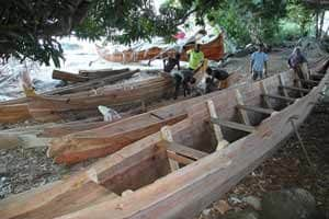 fabrication pirogue nosy-komba